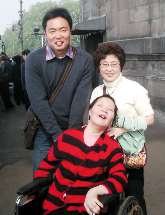 Fr. Taemoon, his mother and Yang Ai