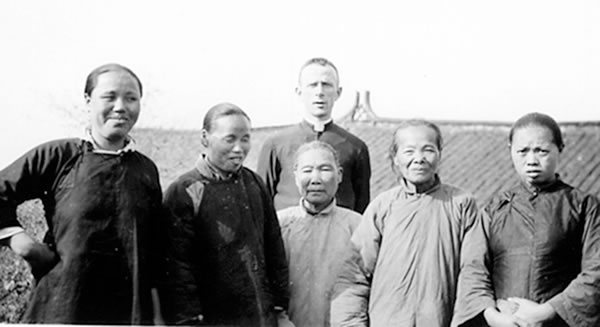 Columban priest with Chinese women