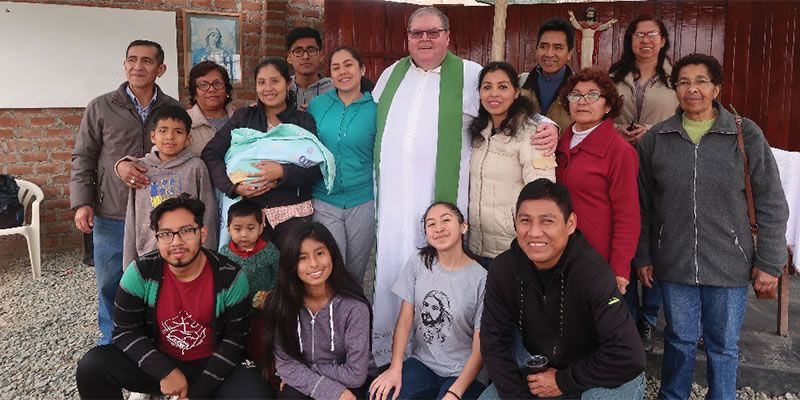 Fr. George Hogarty with the parishioners of the Sacred Heart of Jesus.
